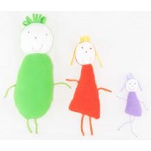Семья из трех разноцветных человечков